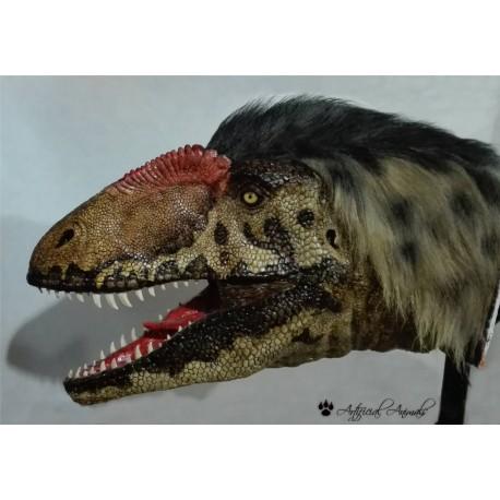 Concavenator corcovatus. Cabeza artificial de dinosaurio ibérico.